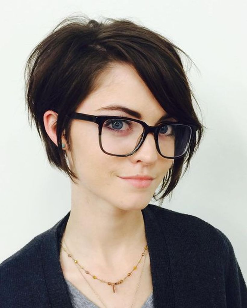 Funky short pixie haircut with long bangs ideas 38