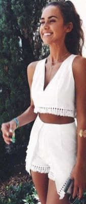 Gorgeous white two piece outfits ideas 11