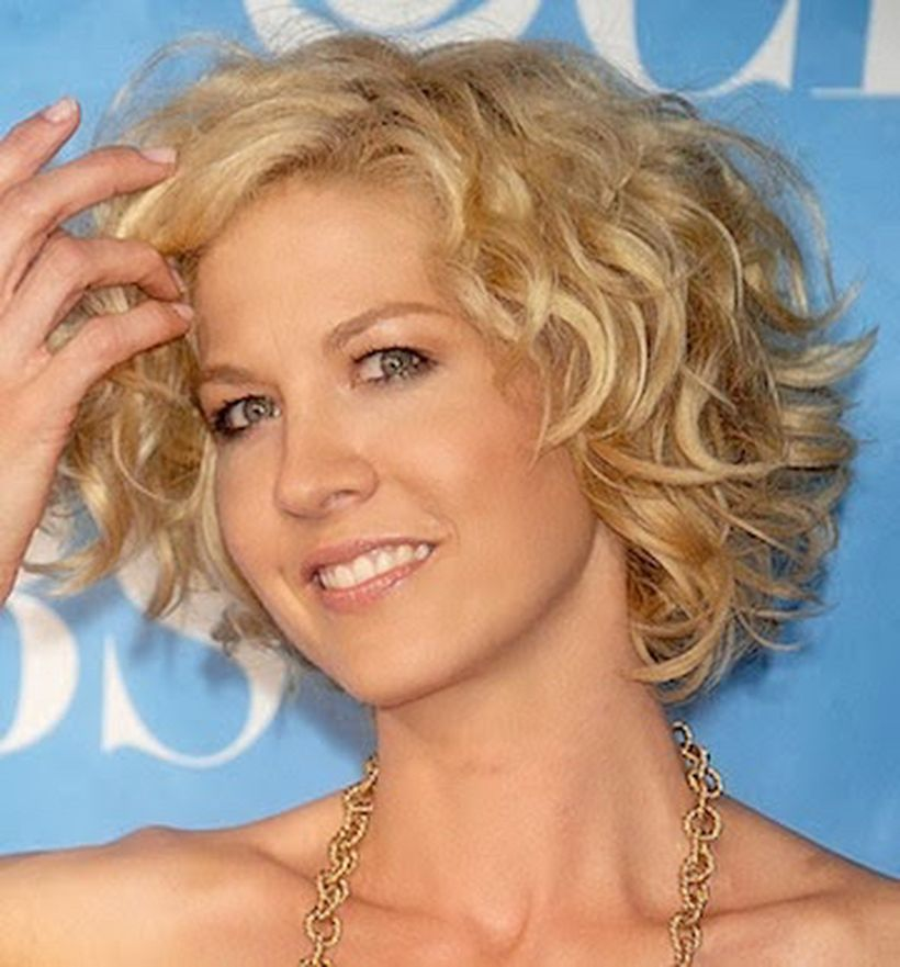 Stylist naturally curly haircuts ideas 12