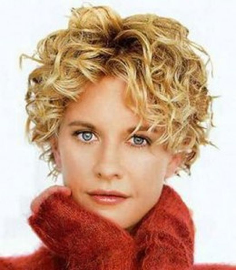 Stylist naturally curly haircuts ideas 21