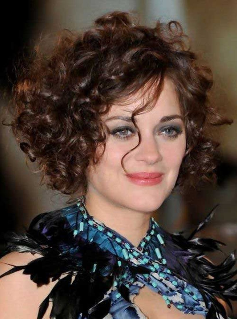 Stylist naturally curly haircuts ideas 28