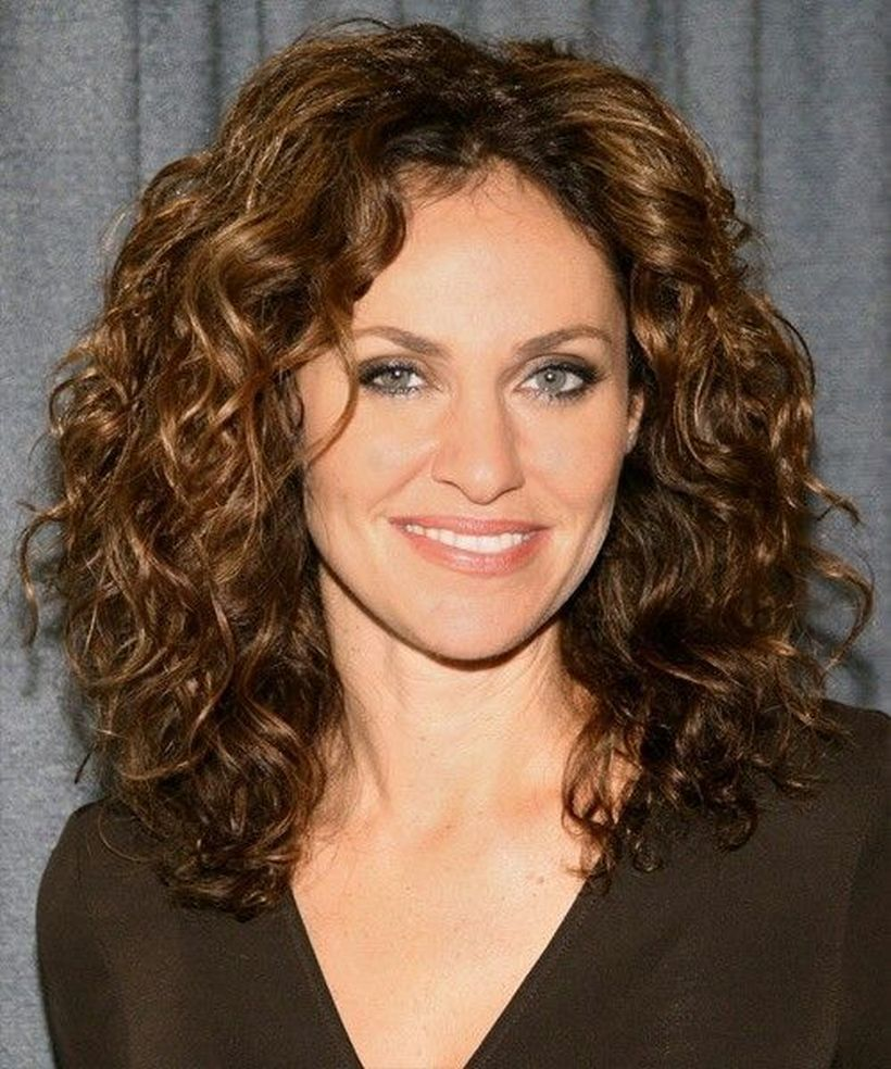 Stylist naturally curly haircuts ideas 49