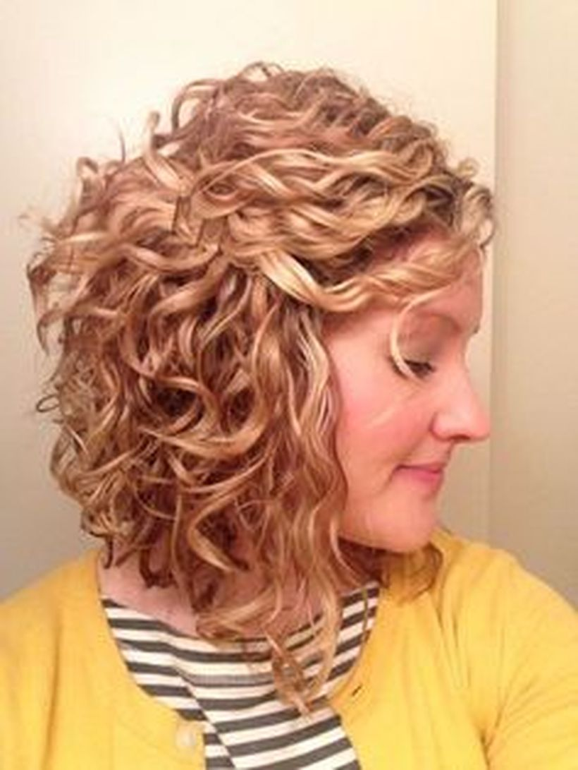 Stylist naturally curly haircuts ideas 54