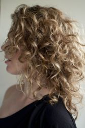 Stylist naturally curly haircuts ideas 57