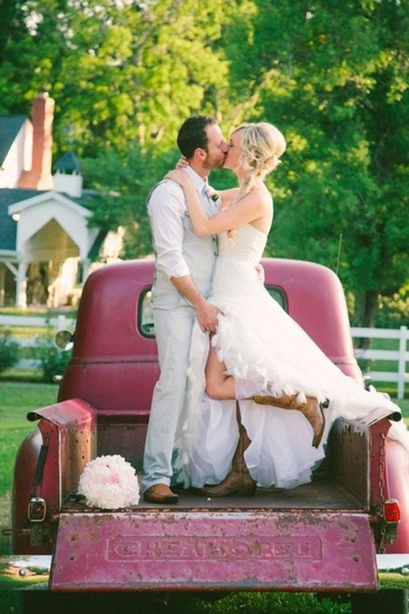 Vintage wedding outfit with country boots 25