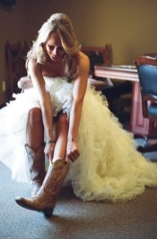 Vintage wedding outfit with country boots 43