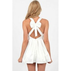 Amazing white short dresses ideas for party outfits 17
