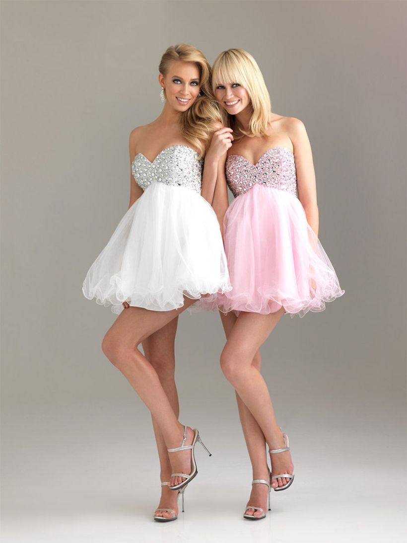 Amazing white short dresses ideas for party outfits 33