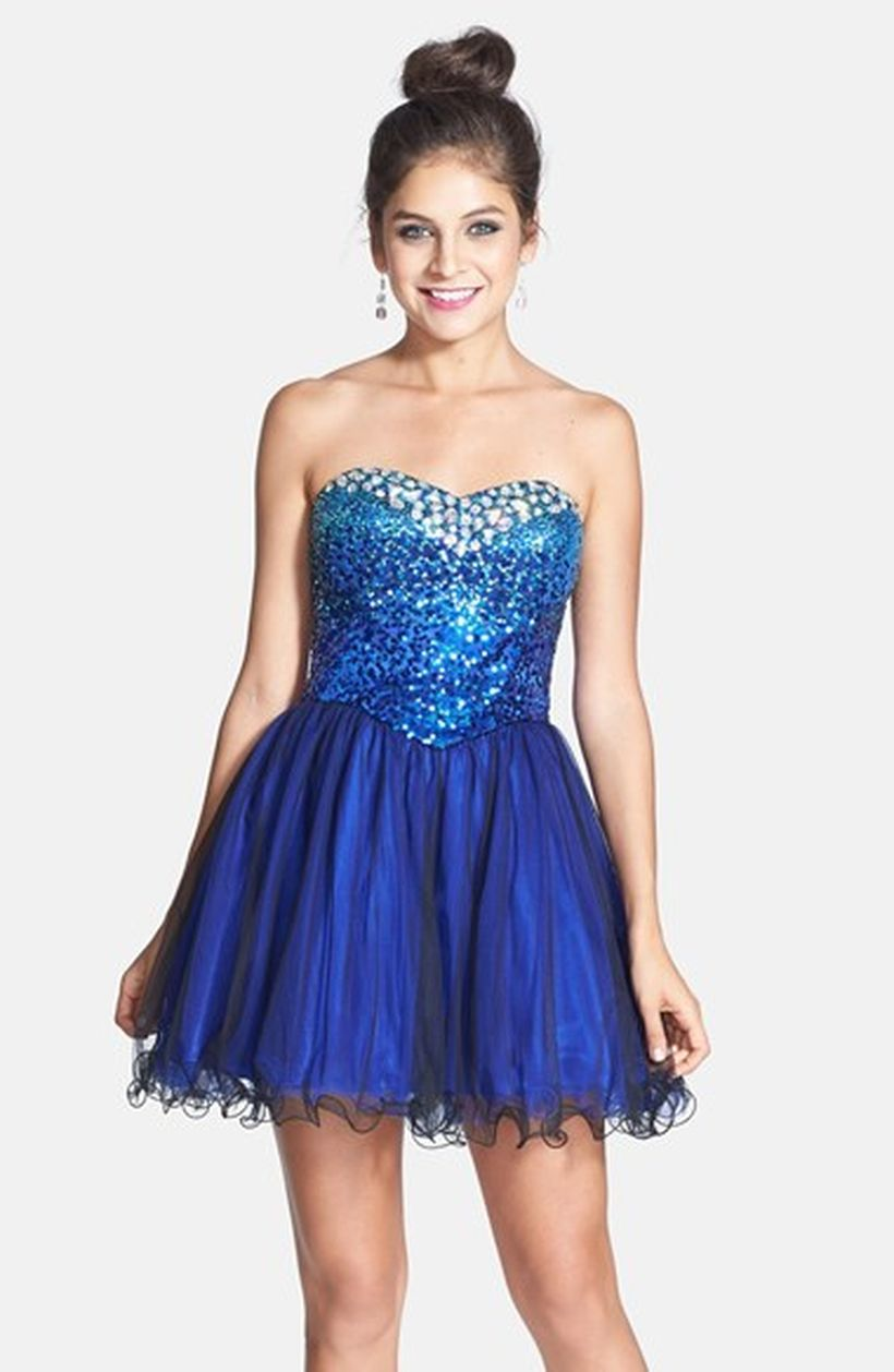 Awesome teens short dresses ideas for graduation outfits 105