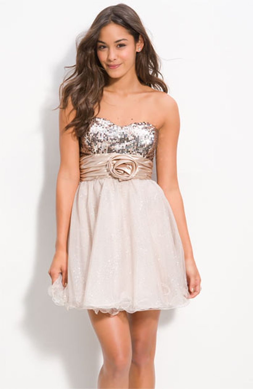 Awesome teens short dresses ideas for graduation outfits 215