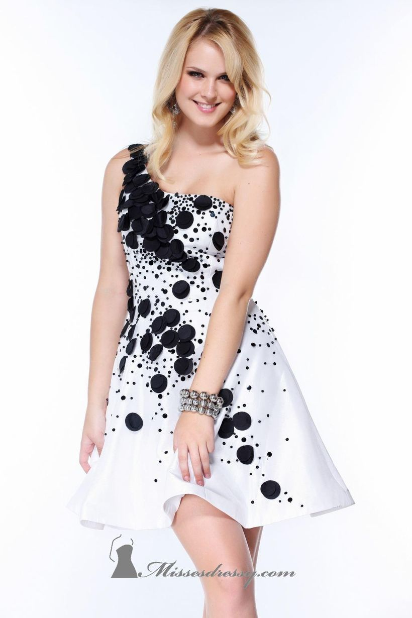 Awesome teens short dresses ideas for graduation outfits 32