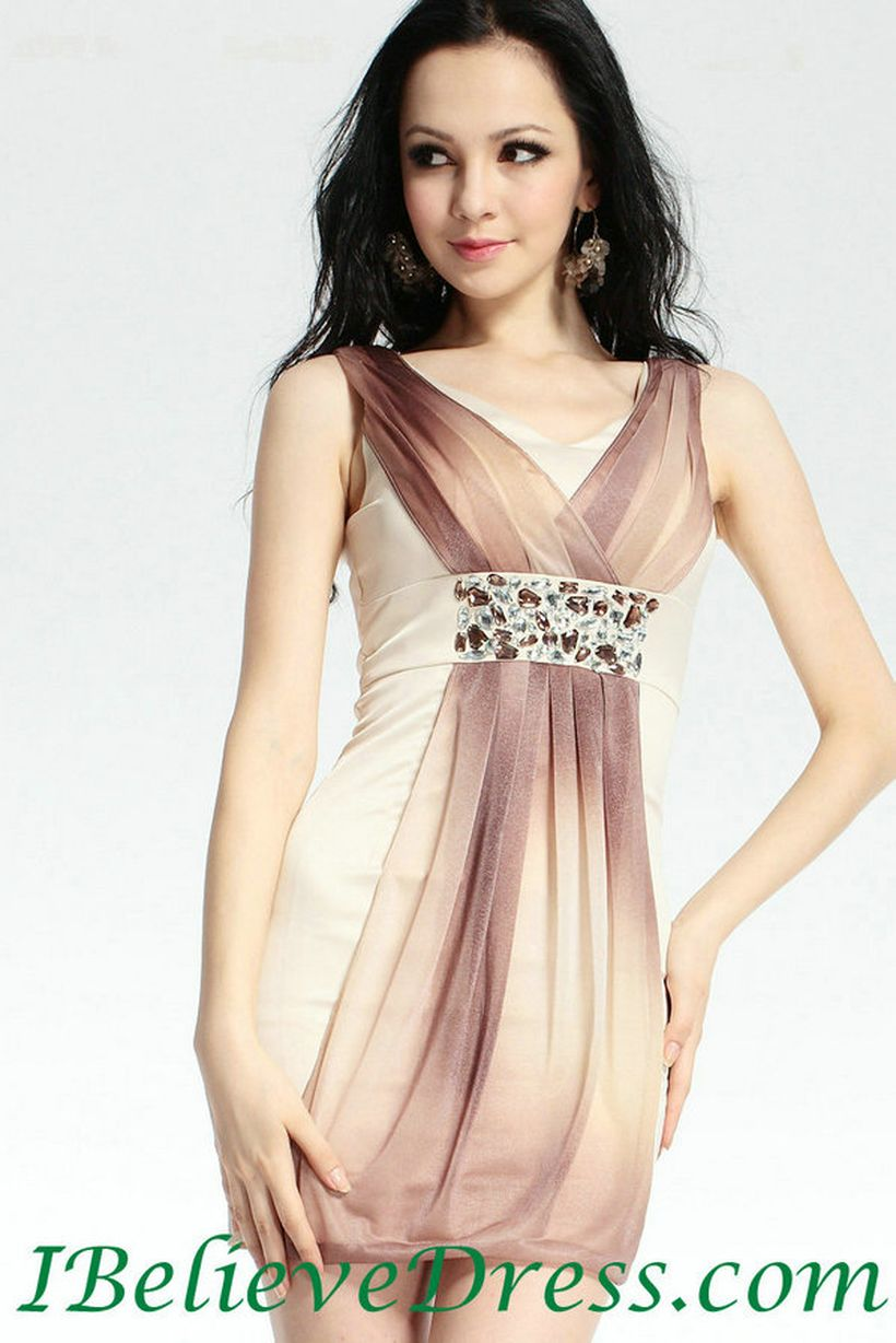 Awesome teens short dresses ideas for graduation outfits 78