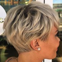 Cool short pixie blonde hairstyle ideas 106