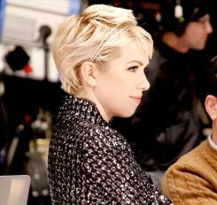 Cool short pixie blonde hairstyle ideas 19
