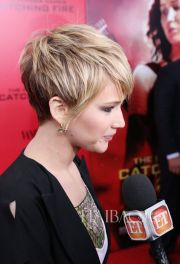 Cool short pixie blonde hairstyle ideas 21