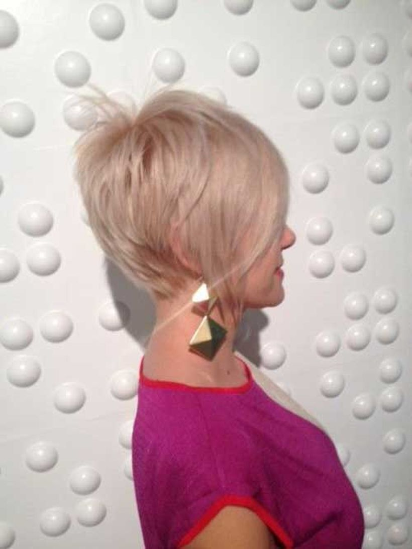 Cool short pixie blonde hairstyle ideas 23