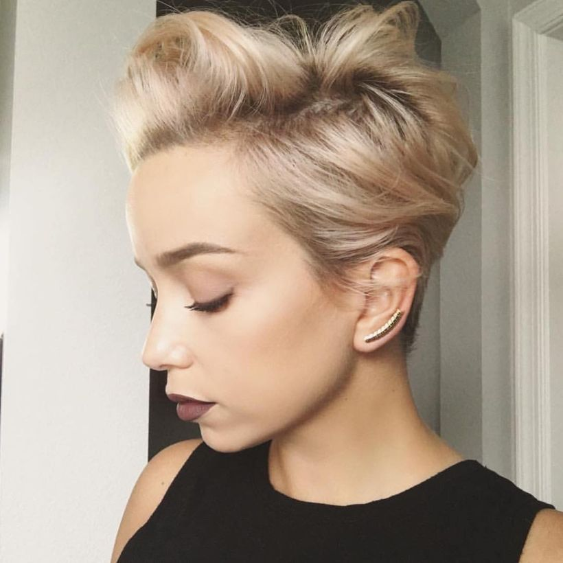 Cool short pixie blonde hairstyle ideas 71
