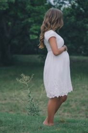 Fashionable maternity outfits ideas for summer and spring 41