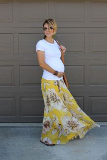 Fashionable maternity outfits ideas for summer and spring 76