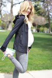 Fashionable maternity outfits ideas for summer and spring 77