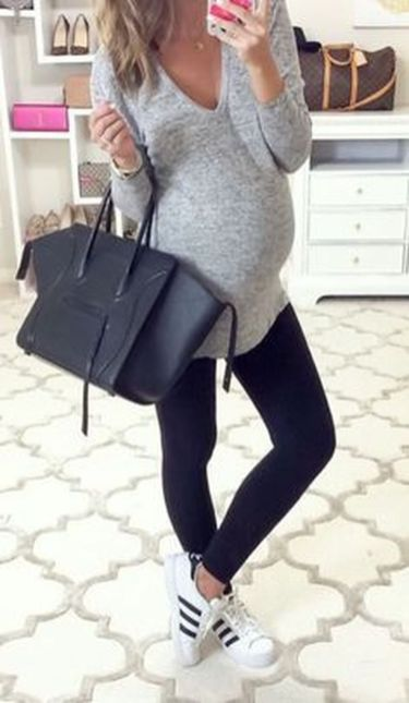 Fashionable maternity outfits ideas for summer and spring 82