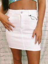 Fashionable white denim skirt outfits ideas 23