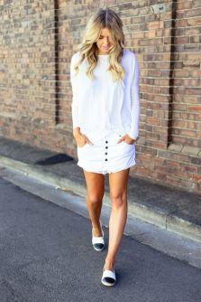 Fashionable white denim skirt outfits ideas 32