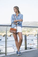 Fashionable white denim skirt outfits ideas 35