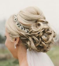 Gorgeous rustic wedding hairstyles ideas 73