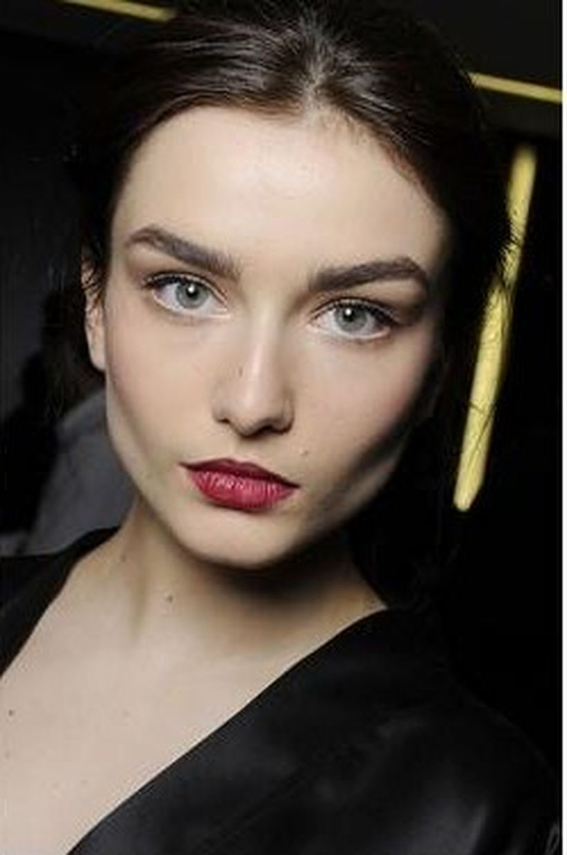 Perfect natural bold brows ideas 5