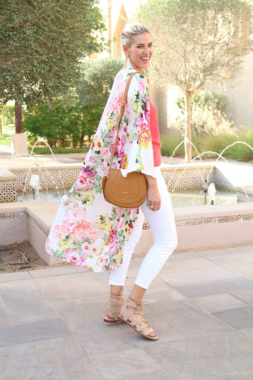 Perfect ways to wear white denim jeans outfits 13