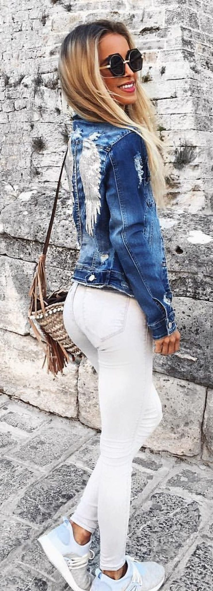 Perfect ways to wear white denim jeans outfits 53