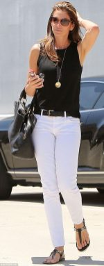 Perfect ways to wear white denim jeans outfits 85