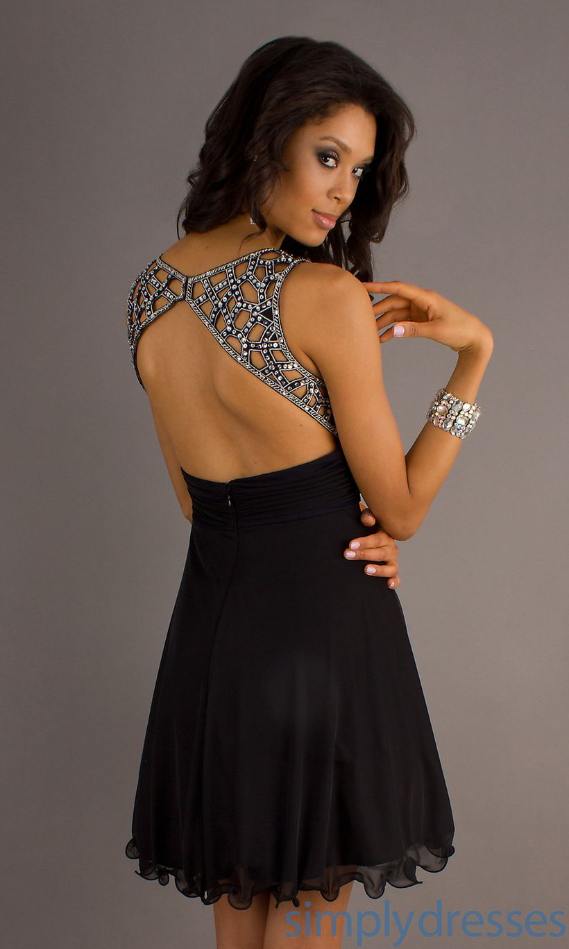 Stunning black short dresses outfits for party ideas 45