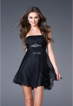 Stunning black short dresses outfits for party ideas 75
