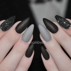 Halloween nails that you must try at halloween party 9
