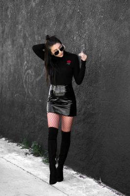 Inspiring skirt and boots combinations for fall and winter outfits 32