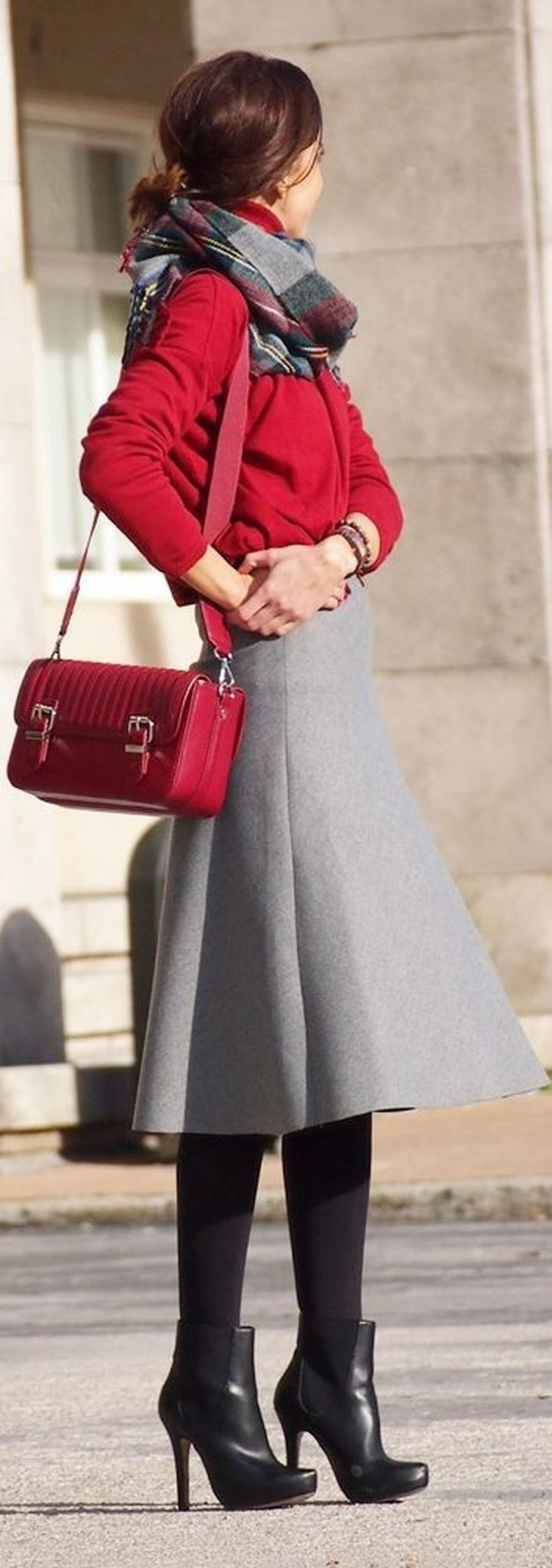 Inspiring skirt and boots combinations for fall and winter outfits 38