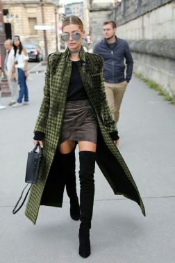 Inspiring skirt and boots combinations for fall and winter outfits 46