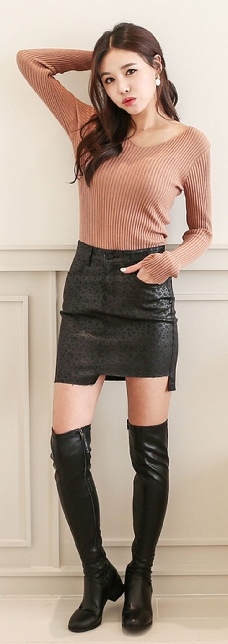 Inspiring skirt and boots combinations for fall and winter outfits 80
