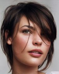 Cool hair style with feathered bangs ideas 25