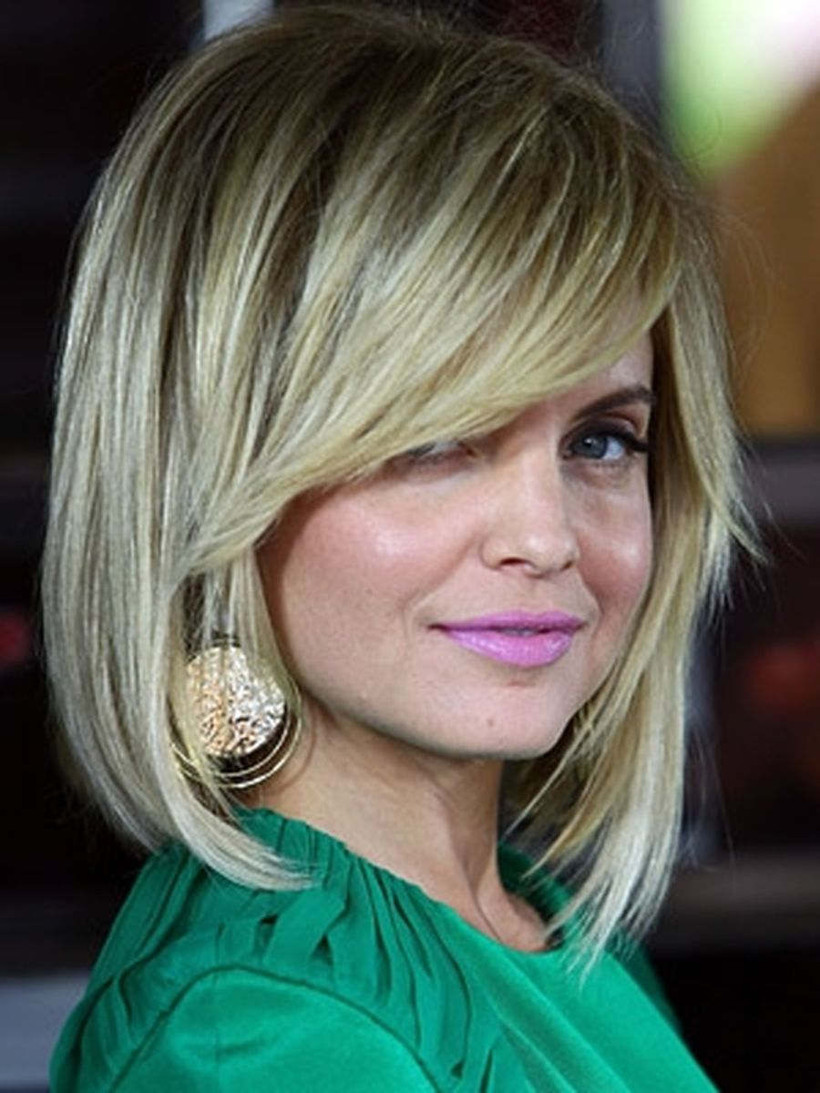 Cool hair style with feathered bangs ideas 36