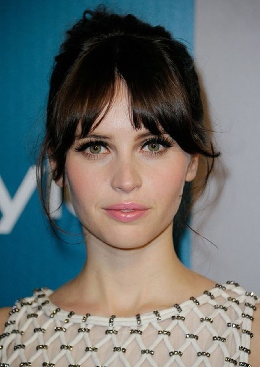 Cool hair style with feathered bangs ideas 40