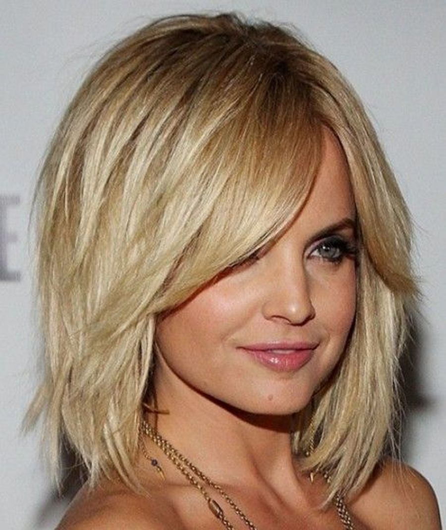 Cool hair style with feathered bangs ideas 52