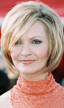 Fabulous over 50 short hairstyle ideas 22