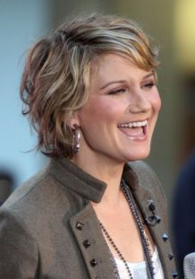 Fabulous over 50 short hairstyle ideas 34