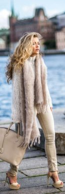 Fashionable scarves for winter outfits 104