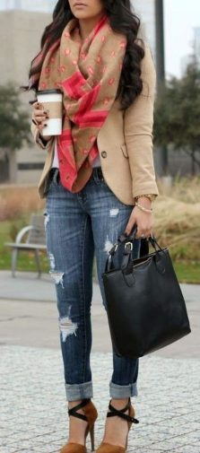 Fashionable scarves for winter outfits 107