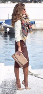 Fashionable scarves for winter outfits 108