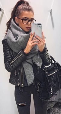 Fashionable scarves for winter outfits 110
